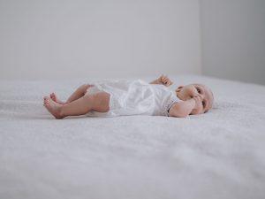 Newborn fotoshoot Utrecht Leidsche Rijn Newbornfotograaf Utrecht pasgeboren baby fotograaf www.moniekvanselmfotografie.nl (1)