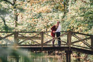 Zwangerschapshoot-zwangerschapsfotograaf-Utrecht-Woerden-Lifestyle-stoer-spontaan-Moniek-van-Selm-Zwangerschapsfotografie-in-het-bos-www.moniekvanselmfotografie.nl
